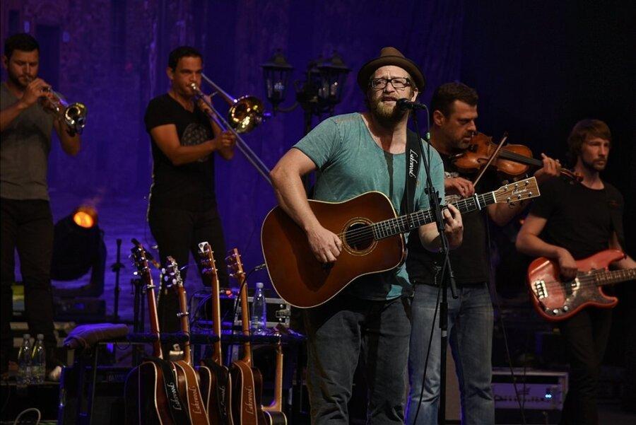 Musiker und Sänger Gregor Meyle bei seinem Konzert 2018 im Naturtheater Bad Elster.