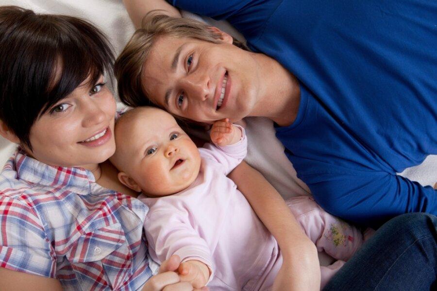 Nicht immer mit einem Lächeln auf den Lippen: Bei einer Umfrage unter Familien haben die Vogtländer angegeben, wo es in ihrer Heimat Reserven gibt. Der Ärzte-Engpass ist das Reizthema.