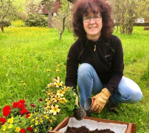 Tina Hennersdorf bewirbt sich um das Neuhausener Bürgermeisteramt. In ihrer Freizeit dürfen Haus und Garten nicht zu kurz kommen, das schafft Ausgleich.