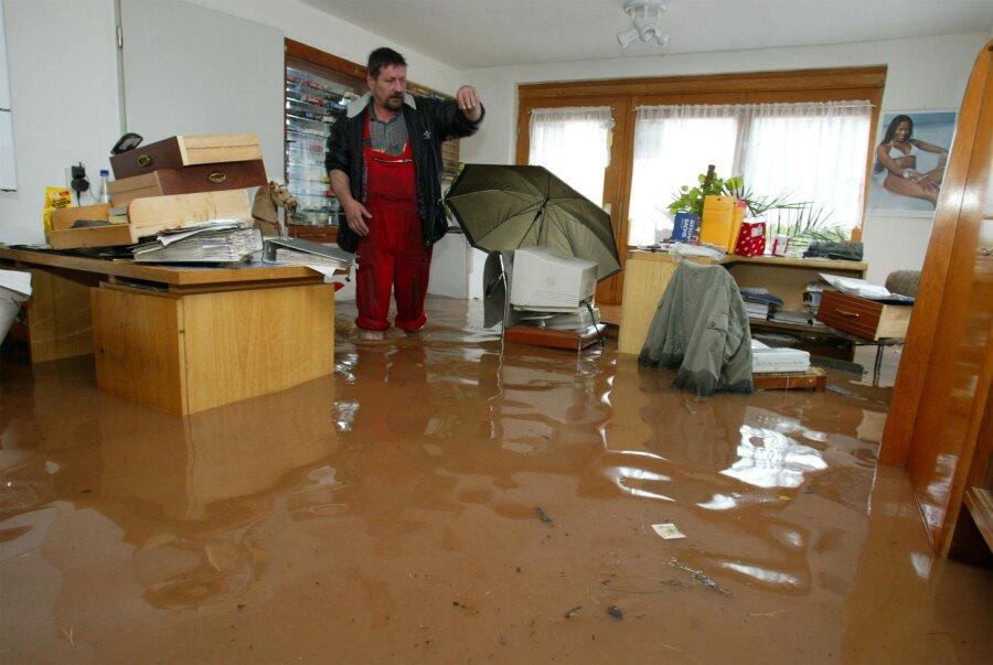 Dreckiges und kaltes Wasser stand am 12. August kniehoch im Büro von Kfz-Meister Andreas Meier in St. Egidien.
