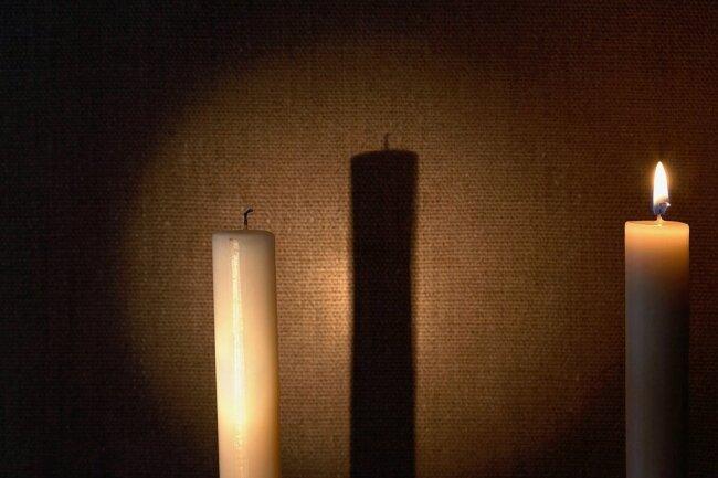 In Sachsen hat das Sozialministerium allein am Mittwoch 66 weitere Todesfälle im Zusammenhang mit Covid-19 gemeldet. Mit der zweiten Welle wird die Pandemie in der Sterbefall-Statistik deutlicher sichtbar.