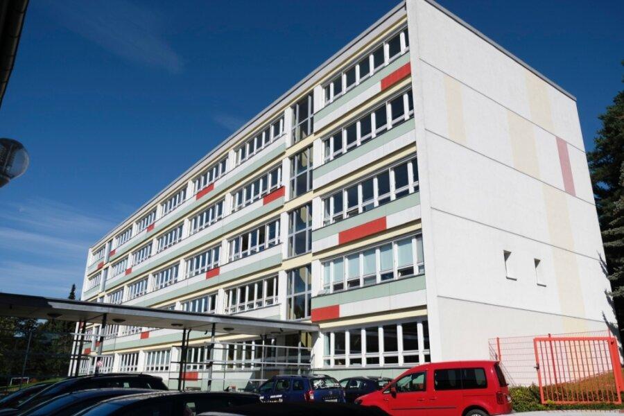 Die Neuber-Grundschule im Wohngebiet Reichenbach-West soll bis Ende 2021 umfangreich saniert werden.