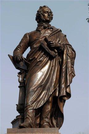 Das Denkmal für den Komponisten, Kapellmeisters und Schumann-Freundes Felix Mendelssohn Bartholdy (1809 - 1847) in Leipzig zeugte ab 1892 von der Selbstverständlichkeit, mit der Juden zum Kulturleben in Deutschland beitrugen. Unter den Nazis wurde es 1936 zerstört und als Nachbildung 72 Jahre danach wieder enthüllt.