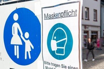 Das Tragen von Masken ist jetzt in Auerbach nicht nur in Gebäuden, sondern auch in der Fußgängerzone Pflicht.