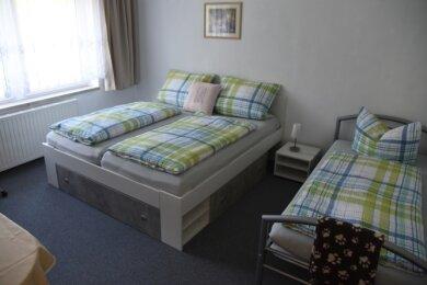 Ein Blick in eines der zwei bereits fertig eingerichteten Zimmer in der neuen Pension Fischer.