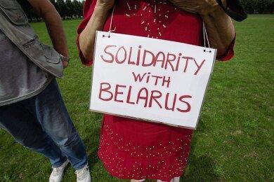 Ein Jahr nach Beginn der Massenproteste sind Demonstranten am Samstag in den Niederlanden auf die Straße gegangen und haben Solidarität mit der belarussischen Bevölkerung gefordert.
