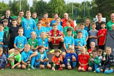Für die besten Nachwuchskicker gab es bei der Erlebnis-Fußball-Schule anallen drei Tagen viele Pokale und Medaillen.
