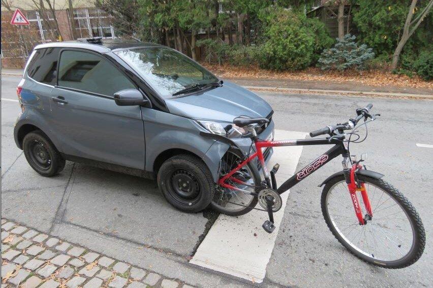 Verletzt wurde niemand. Aber das Microcar musste abgeschleppt werden.
