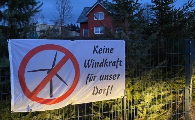 Anwohner in Görbersdorf protestieren gegen die geplanten Windräder in der Umgebung ihres Ortsteils.