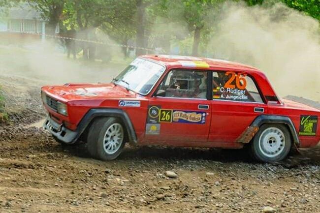 """Als Beifahrer in diesem Lada 2105 VFTS hat Aaron Jungnickel kürzlich bei der """"Rally Galicia"""" in der Ukraine teilgenommen."""