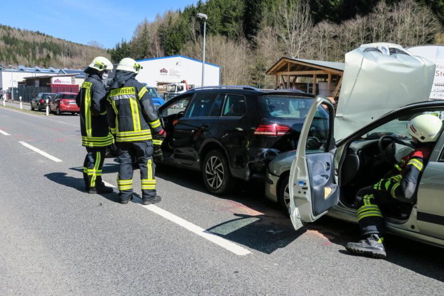 Auffahrunfall mit vier beteiligten Autos