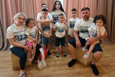 Perfekt integriert und doch abgeschoben: Ilona und Ilia Imerlishvili mit ihren sieben Kindern. Insbesondere die nächtliche Abschiebepraxis sorgt jetzt für Streit in der sächsischen Regierungskoalition.