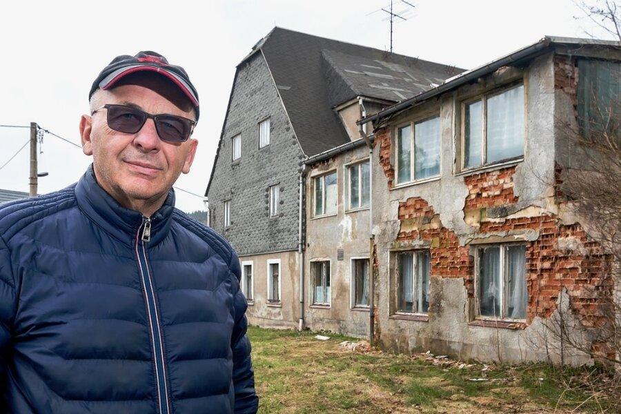 Heidersdorfs Bürgermeister Andreas Börner hat seine Corona-Erkrankung überstanden. Er richtet den Blick bereits wieder auf wichtige Projekte. Noch in diesem Jahr soll die alte Mühle abgerissen werden, um auf dem rund 3000 Quadratmeter großen Grundstück Bauland für Eigenheime zu schaffen.