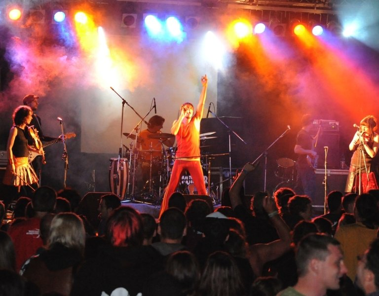"""<p class=""""artikelinhalt"""">Die Waldbad-Kulisse bot das passende Flair beim traditionellen Open-Air-Event am Wochenende in Neuwürschnitz. Zu fast mitternächtlicher Stunde griffen die Musiker von Mutabor in die Saiten ihrer Gitarren und fanden ein begeistertes Publikum. </p>"""