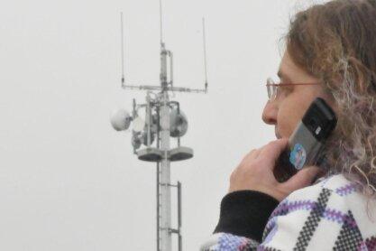 Der Mobilfunkmast nahe der Mittelschule in Sayda ist einer von vier Anlagen im Ort. Er steht auf städtischem Grund und Boden.