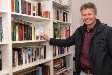 Der Vereinsvorsitzende Thomas Ehrhardt hofft, dass die Bücherstube viel genutzt wird.