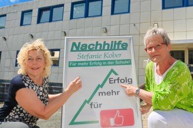 Stefanie Kober und Liane Martens, hier vor dem neuen Domizil, sind Urgesteine der Reichenbacher Schülernachhilfe.