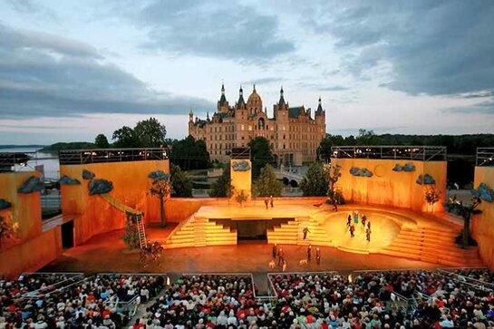 Ein Traum: große Oper vor dem Schweriner Schloss