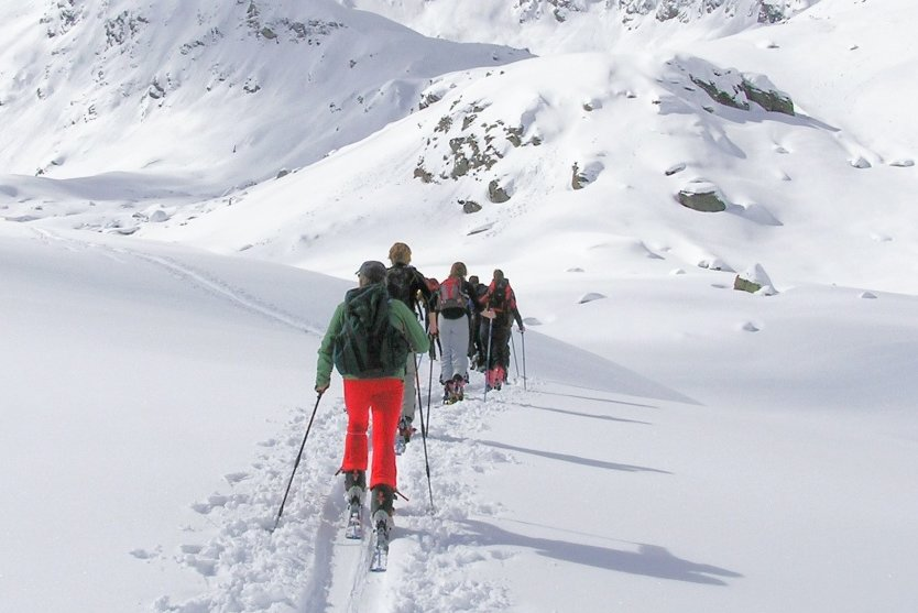 Schnee satt: Skitourengeher werden regelmäßig mit dem Blick auf beeindruckende Winterlandschaften belohnt.