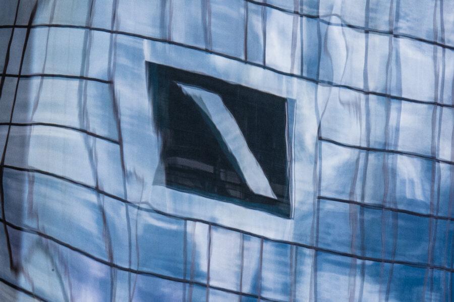 Ziel der großangelegten Aktion waren nach Angaben der Staatsanwaltschaft sechs Gebäude in Frankfurt, Eschborn und Groß-Umstadt.