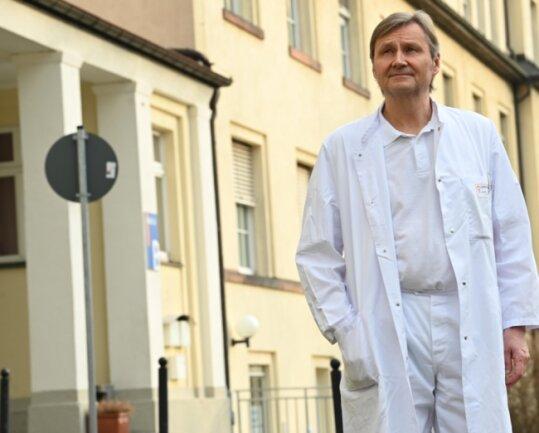 Am Klinikum Chemnitz können Geburtsvorbereitungskurse trotz der Pandemie stattfinden, sagt Dr. Lutz Kaltofen, Chefarzt der Klinik für Frauenheilkunde und Geburtshilfe.