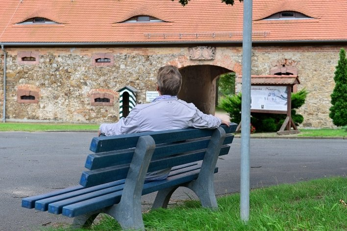 Auch im kleinen Mittweidaer Ortsteil Zschöppichen steht seit Juli eine blaue Mitfahrbank. Bisher sind nur wenige Fälle bekannt geworden, bei denen tatsächlich Leute von solchen Bänken aus spontan in einem Auto mitgenommen worden sind.