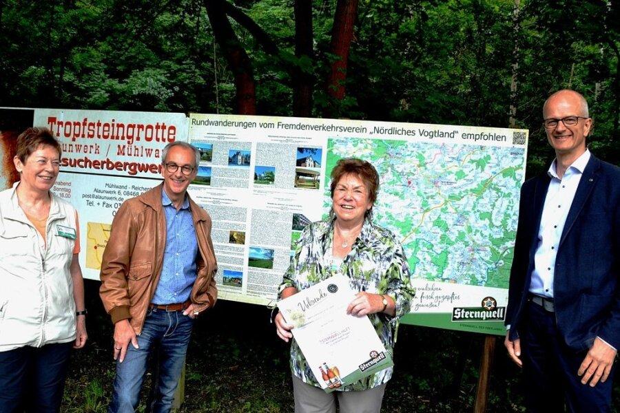 """: """"Sternquell hilft"""" war zu Gast beim Fremdenverkehrsverein Nördliches Vogtland e.V. (im Bild von links): Regina Möller, Thomas Münzer, Christa Trommer und Mike Purfürst."""