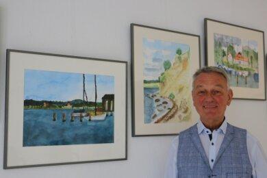 Allgemeinmediziner Hans-Joachim Schütt zeigt in seiner Arztpraxis in Pausa jetzt erstmals eigene Werke.