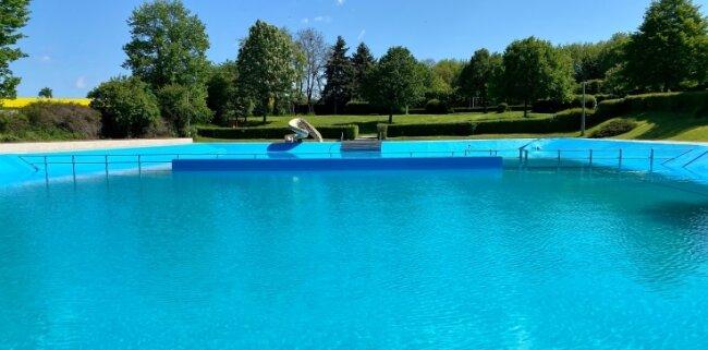 Ab diesem Wochenende können die Besucher des Freibades in Vollmershain wieder ins Wasser springen.