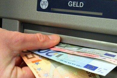 Der Bundesgerichtshof hat die Praxis der Banken gekippt, wie diese ihre Kontogebühren erhöht haben. Nach Einschätzung der Verbraucherschützer betrifft das Urteil die gesamte Branche.