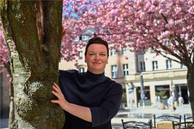 """Peggy Fritzsche ist seit über einem Jahrzehnt die Autorin des Chemnitzer """"Stadtgeflüsters"""", das im Lokalteil erscheint. Sie kennt die Stadt und ihre Menschen aus vielen Perspektiven, fühlt sich dadurch selbst bereichert. Und sie weiß im Allgemeinen noch viel mehr, als sie erzählt."""