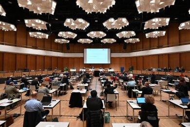 Oberbürgermeister Sven Schulze hat am Mittwoch im Stadtrat den Entwurf für den Doppelhaushalt 2021/22 vorgestellt. Die Räte debattieren ihn in den kommenden Wochen in den Fachausschüssen. Sie haben auch das letzte Wort, wenn der Etat Ende März verabschiedet werden soll.