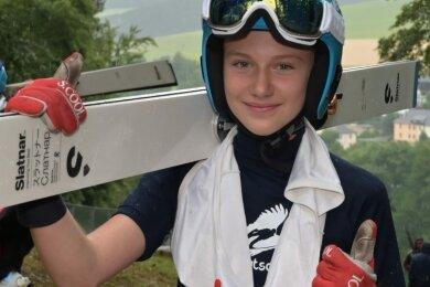 Lia Böhme - hier während eines Alpencupspringens in Pöhla - hat in Oberhof Silber bei der Deutschen Jugend-Meisterschaft erkämpft. Sie musste nur Michelle Göbel vom SC Willingen den Vortritt lassen.
