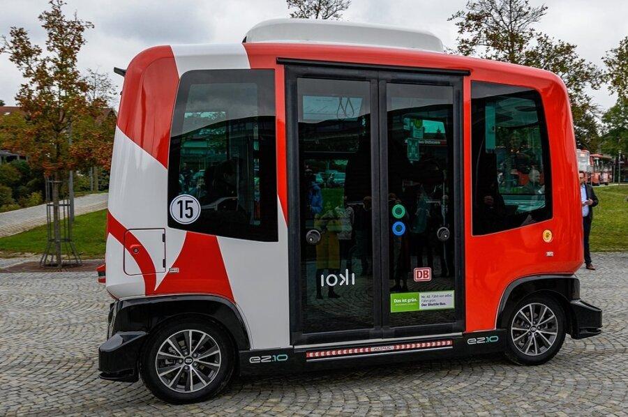 Knuffig und zugleich innovativ: Autonom fahrende Elektrobusse, wie im Bild im niederbayerischen Bad Birnbach, wollte Plauen im regulären Straßenverkehr einsetzen. Doch das Geld reicht dafür nicht.