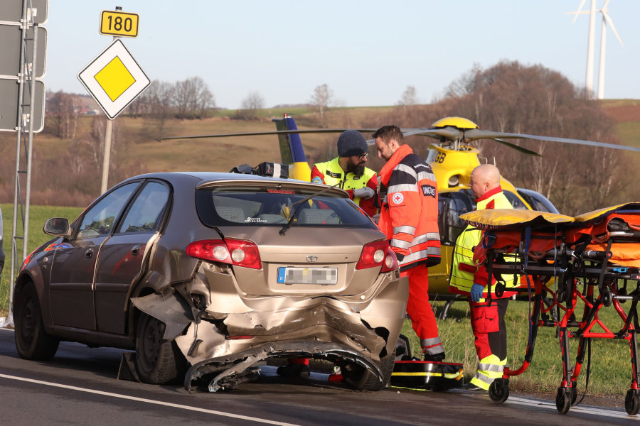 Ein schwerer Verkehrsunfall hat sich am Samstagvormittag auf der B180 bei Gersdorf ereignet.