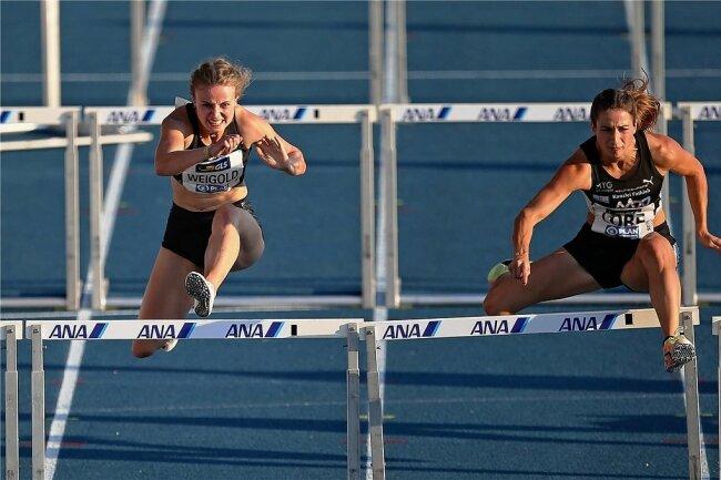 Anne Weigold (links) musste im Finale über 100 Meter Hürden nur Ricarda Lobe den Vortritt lassen.
