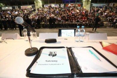 Mitgliederversammlung, die zweite: Am 7. Dezember soll in der Messe ein neuer Aufsichtsrat für den Chemnitzer FC gewählt werden. Der erste Versuch war am 19. August gescheitert, als zur damaligen Versammlung keine Mehrheit für die vorgeschlagene Liste zusammenkam.