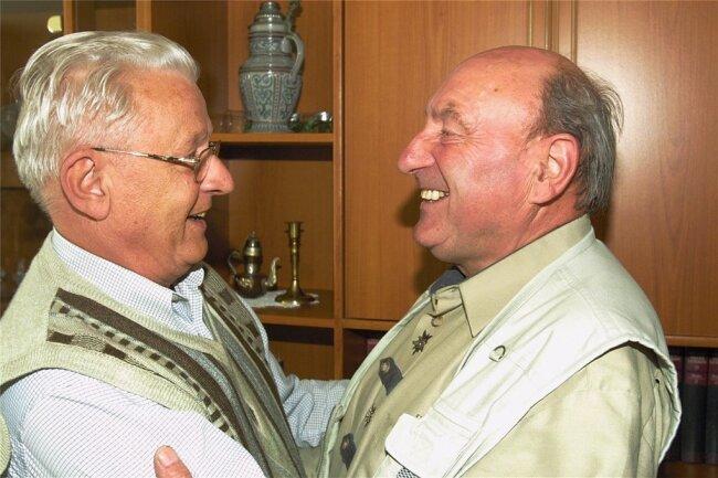 """Was ein Leserbrief in der """"Freien Presse"""" auslösen kann: Im Juni 2006 sahen sich nach 61 Jahren Manfred Weise (l.) aus Chemnitz und Gotthard Lang aus Erlabrunn wieder."""