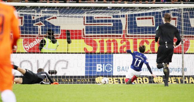 Masaya Okugawa erzielt den Treffer zum 4:1 für Kiel.