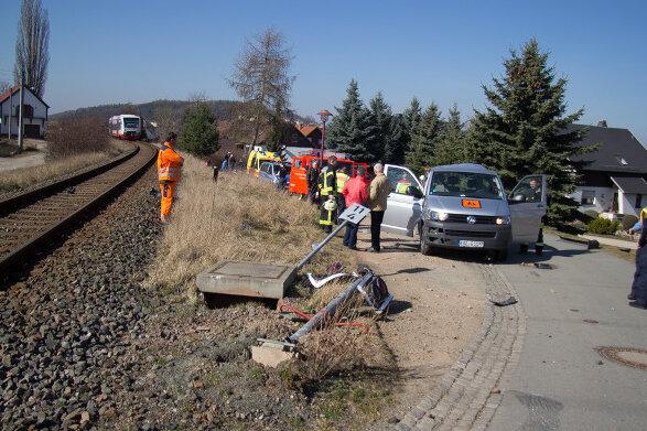 Hohndorf: Zug prallt auf Transporter