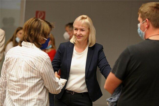 Kathrin Köhler im Gespräch mit ihrer Chefin und vielleicht Vorgängerin im Oberbürgermeisteramt, Pia Findeiß (SPD).