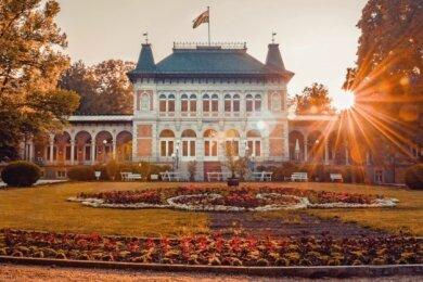 Das Königliche Kurhaus im Herbst.