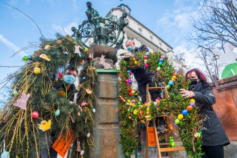Osterbrunnen in Lugau erhält Festschmuck