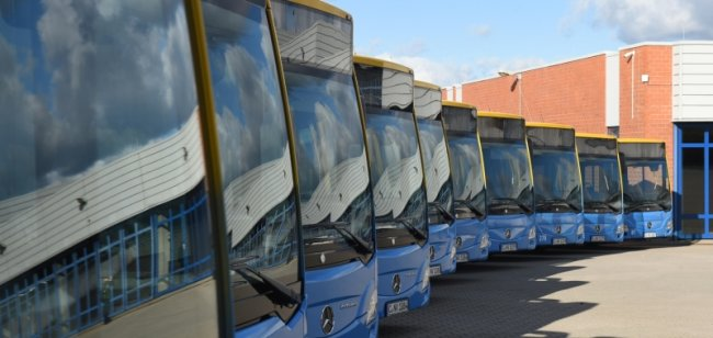 Erst in den vergangenen Wochen hat der Verkehrsbetrieb CVAG wieder 13 Fahrzeuge der neuesten Stadtbusgeneration in Betrieb genommen. Sie alle werden mit Dieselmotoren angetrieben. Alternativen, insbesondere Elektroantriebe, sind nach Einschätzung der CVAG nicht zuverlässig genug.