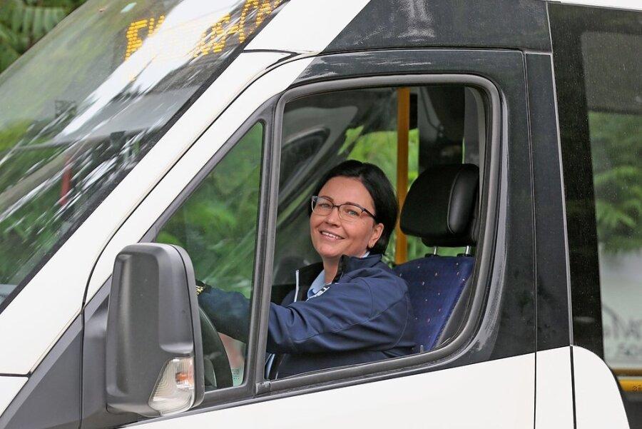 Zum Start am Mittwoch um 8.10 Uhr war Busfahrerin Mandy Reißmann noch optimistisch, später aber frustriert: Niemand wollte mit.