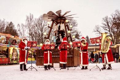 Am zweiten Adventswochenende - vom 6. bis 8. Dezember - findet wieder das jährliche Adventsfest rund um die Pyramide auf dem Badeplatz statt.