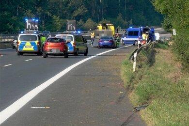 Auf der A4 ereignete sich vor wenigen Tagen ein schwerer Unfall, bei dem ein junger Mann aus dem Erzgebirge tödlich verunglückte.