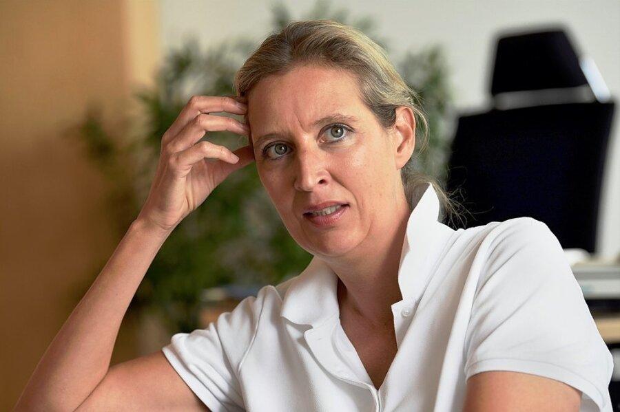 Alice Weidel, zusammen mit Parteichef Tino Chrupalla Spitzenkandidatin der AfD, kritisiert ihre Partei wegen deren Umgang mit der Coronapolitik der Regierung. Man profitiere nicht von der Skepsis vieler Menschen.