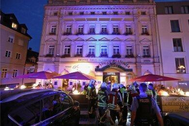 Bis spät in die Nacht dauerte der Einsatz im Hohenstein-Ernstthaler Hotel, der letztlich glimpflich verlaufen ist.