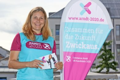 Lieblingsort Mensch: Constance Arndt wohnt in Planitz, ihr Lieblingsplatz in der Stadt ist derzeit überall da, wo sie mit Zwickauern ins Gespräch kommt. Wie Anfang der Woche auf dem Neumarkt.